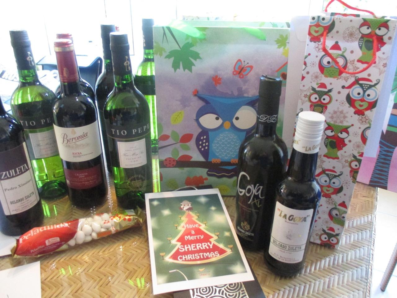 ¡Preparando los regalos de Navidad!  Getting the Christmas giftsready!