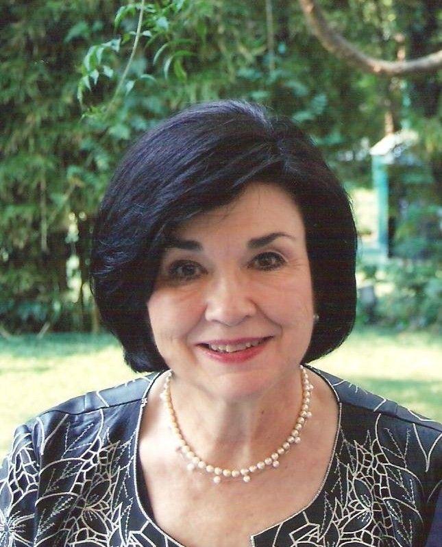 Os presento a Mari Ángeles Gallardo.  Meet Mari ÁngelesGallardo.