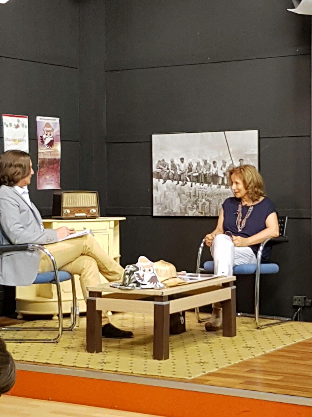 """Café de Levante nos entrevista en Costa Noroeste TV/ We are interviewed on the Costa Noroeste """"Café de Levante"""" TVprogram"""